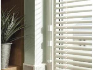 Кассетные жалюзи для пластиковых окон